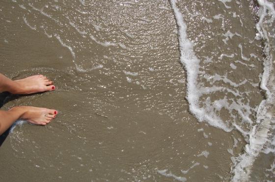 Feet in ocean pic
